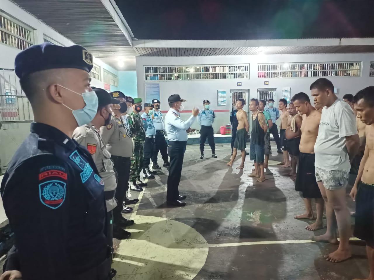 Jelang Ramadhan, Kalapas Razia Gabungan Blok Tahanan Warga Binaan