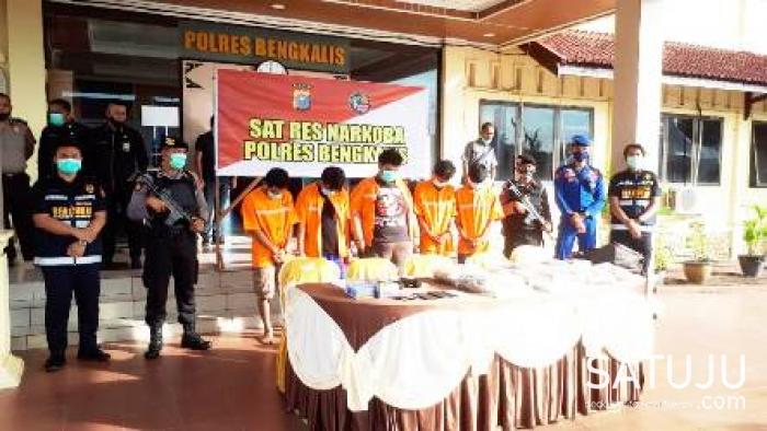 Polres Bengkalis Kembali Ungkap Kasus Narkotika, 5 Pelaku 14 KG Ganja Diamankan