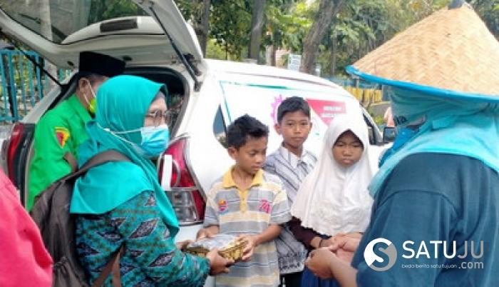 Jumat Barokah,RMB-LHMR Kota Pekanbaru Berbagi Nasi Kotak dan Masker